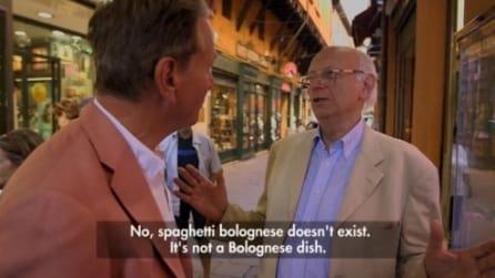 """""""Gli spaghetti alla bolognese non esistono"""": la risposta """"choc"""" al giornalista BBC"""