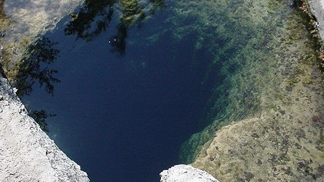 Pozzo di Giacobbe è una sorgente naturale di oltre 100 piedi di profondità. Molteplici i nuotatori meno esperti che sono morti esplorando le sue profondità.