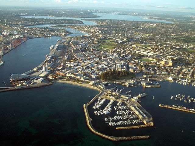 https://en.wikipedia.org/wiki/Fremantle#/media/File:Aerial_view_of_Fremantle.JPG