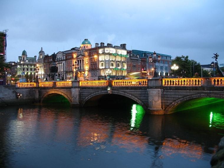 https://commons.wikimedia.org/wiki/File:Ireland_Dublin_Night.JPG