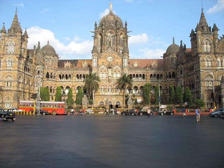 https://commons.wikimedia.org/wiki/File:Mumbai_Train_Station.jpg