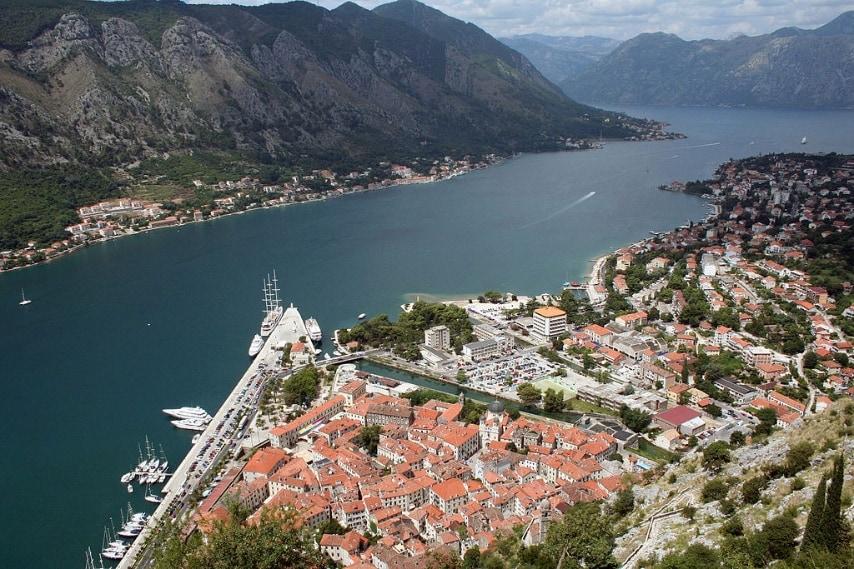 https://commons.wikimedia.org/wiki/File:Panorama_kotor_(Cattaro).jpg