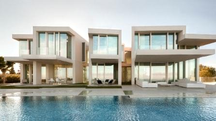 La villa mozzafiato che diventa un tutt'uno con il Mar Mediterraneo