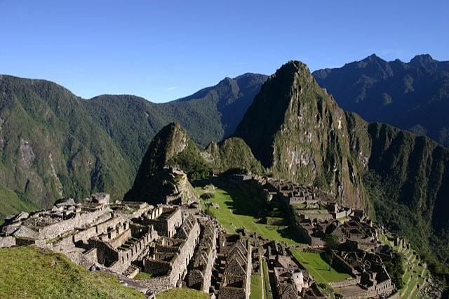 https://simple.wikipedia.org/wiki/Machu_Picchu#/media/File:Machu_Picchu_early_morning.JPG