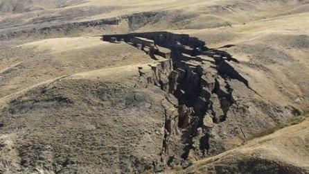 Enorme voragine si apre d'improvviso sulle Bighorn Mountains: mistero sulle cause