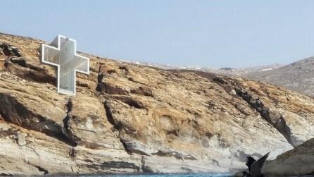 Una croce nella scogliera: ecco la chiesa che vi stupirà