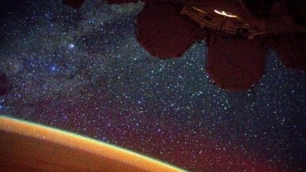 Albe e tramonti ogni 92 minuti: un anno di foto ricordo dell'astronauta a bordo dell'ISS