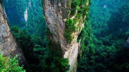 Cina, lo spettacolo mozzafiato delle montagne di Tianzi