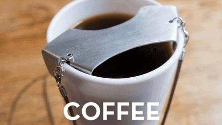 Si poggia sul bicchiere di caffè: ecco la geniale soluzione