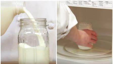 Versa il latte in un barattolo poi lo mette nel microonde: il trucco utile