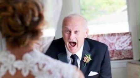 Le emozionanti reazioni dei papà all'abito bianco delle figlie