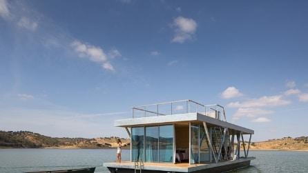 Vivere sull'acqua: ecco la casa galleggiante che funziona ad energia solare