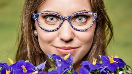 """Occhiali fatti di fieno e fiori essiccati: la collezione """"ecosostenibile"""""""