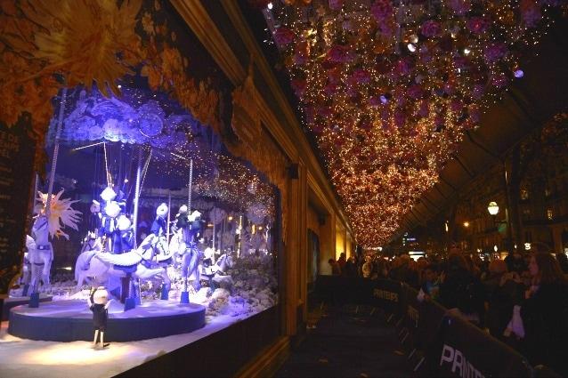 Festeggia i 150 anni il negozio Printemps Haussmann di Parigi che il 6 Novembre, per l'occasione, ha stupito parigini e visitatori con delle vetrine natalizie davvero spettacolari. (Photo by Pascal Le Segretain/Getty Images)