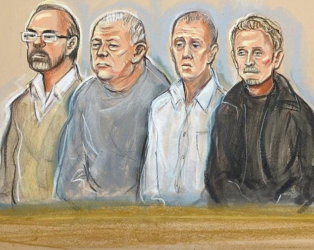 Carl Wood, William Lincoln, Jon Harbinson, e Hugh Doyle (nella foto da sinistra a destra in uno schizzo mostrato in tribunale) sono accusati di far parte della banda di rapinatori.