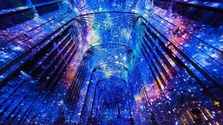 La cappella gotica di Cambridge si trasforma in una notte stellata