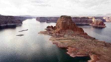 Il lago Powell si prosciuga lentamente: ecco gli scenari incantevoli che emergono dalle acque