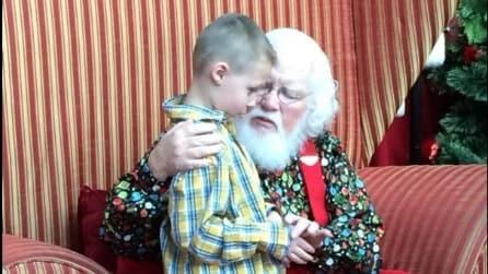 Bambino autistico incontra Babbo Natale: riceverà il regalo più bello