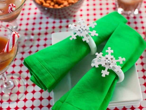 Fonte Immagine: http://photos.hgtv.com/photo/diy-snowflake-napkin-rings-from-puzzle-pieces