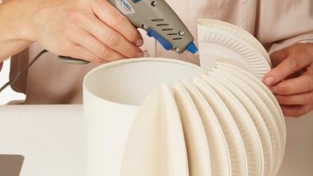 Come realizzare una lampada con dei piatti di carta