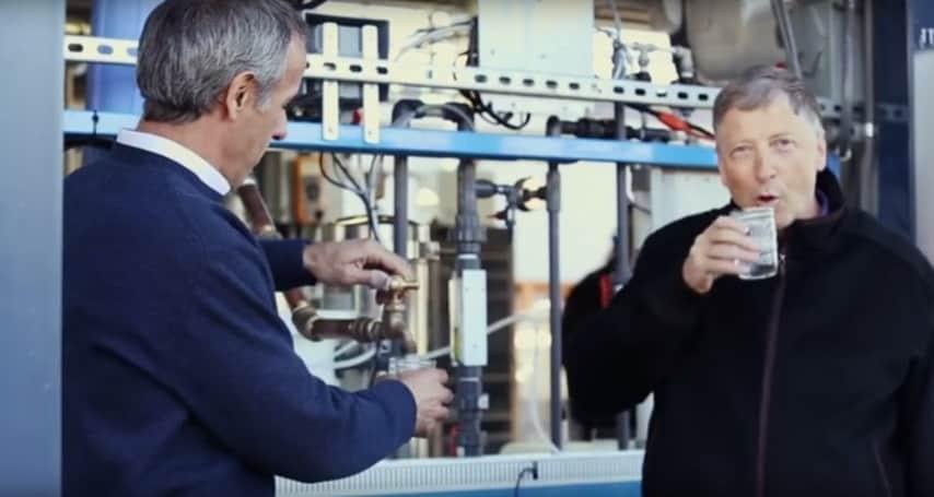 La fondazione di Bill Gates ha presentato un macchinario in grado di convertire efficacemente i fanghi provenienti dalle fogne in acqua potabile. (http://tech.fanpage.it/janicki-omniprocessor-il-macchinario-di-bill-gates-in-grado-di-trasformare-le-feci-in-acqua/)