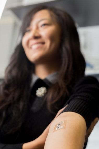 Un tatuaggio temporaneo ch controlla la glicemia tramite un continuo monitoraggio del livello di zuccheri nel sangue più volte al giorno, senza alcuna puntura. (http://jacobsschool.ucsd.edu/news/news_releases/release.sfe?id=1691)