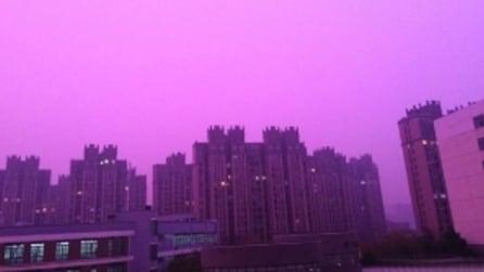 Il cielo (viola) sopra Nanchino: ecco cosa succede nella città cinese