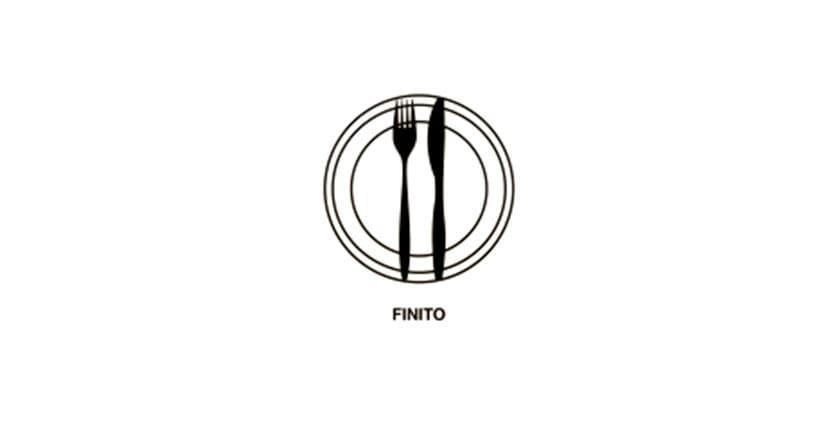 Se le posate sono disposte in verticale parallelamente, significa che avete finito di mangiare e che il cameriere può portare via il piatto.