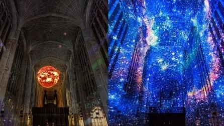 L'artista che trasforma il soffitto della cappella nello spazio cosmico