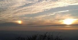 Biella, la magia del sole doppio al tramonto