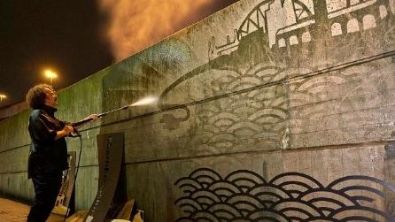 Le 11 opere di Reverse Graffiti più belle in giro per il mondo
