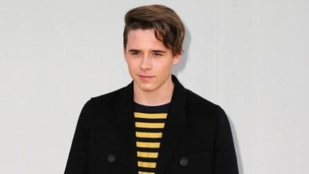 Brooklyn, il figlio maggiore di David e Victoria è cresciuto ed ha un look da rock star