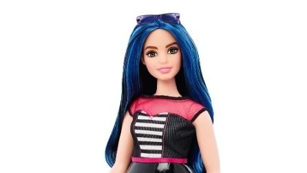 "Curvy, bassa e imperfetta: Barbie diventa una donna ""normale"""