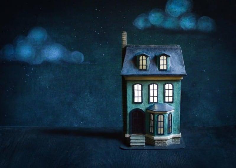 Costruire Una Casa Delle Bambole Di Legno : Come realizzare una casa della bambole con un vecchio cartone