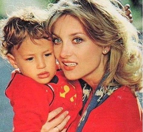 Alessandro Borghese e gli auguri a mamma Barbara Bouchet, che il 15 agosto 219 festeggia 76 anni
