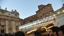 Padre Pio, l'arrivo della processione a San Pietro