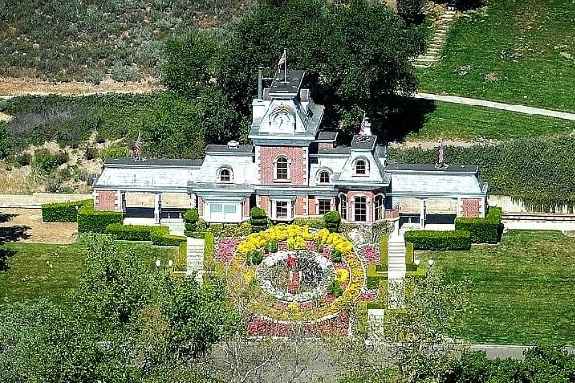 Neverland Ranch è tra le più note proprietà invendute: quella che era la residenza da sogno di Michael Jackson è andata all'asta diverse volte ma nessuno ha ancora manifestato interesse nel comprarla. La villa del Re del Pop è famosa per le sue dimensioni e la sua storia.