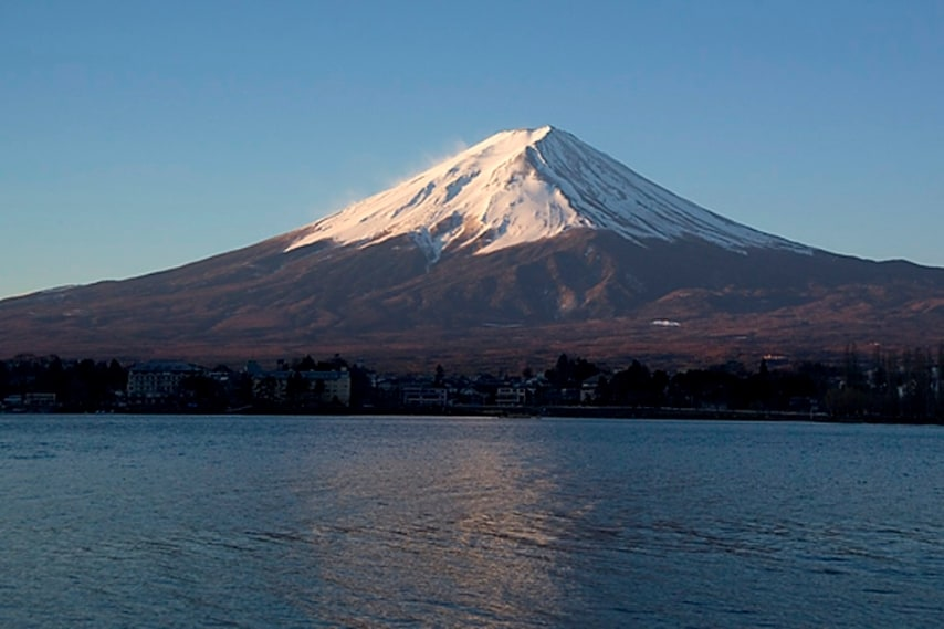https://it.wikipedia.org/wiki/Monte_Fuji#/media/File:FujiSunriseKawaguchiko2025WP.jpg