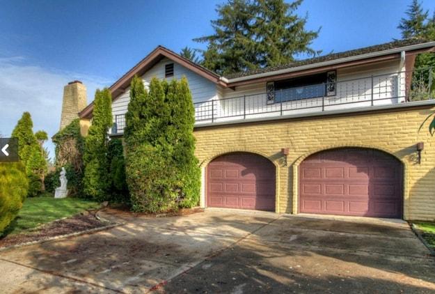 All'apparenza sembra una tradizionale casa americana, in un quartiere residenziale.