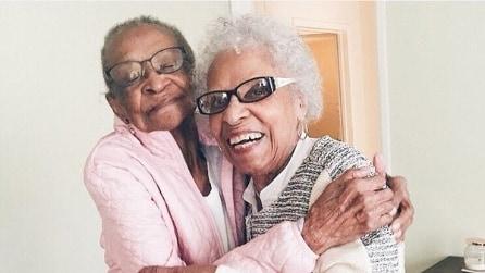 L'amicizia è il legame più forte al mondo: la storia di due nonne amiche da 71 anni