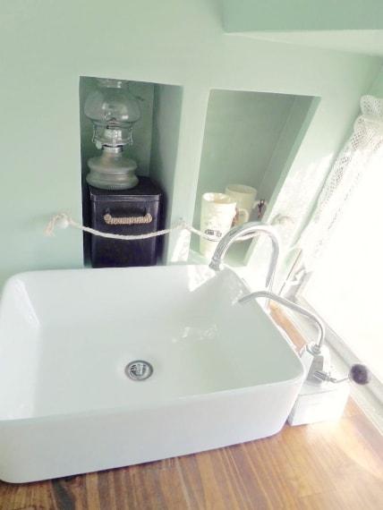 Il lavello funziona con una pompa a mano