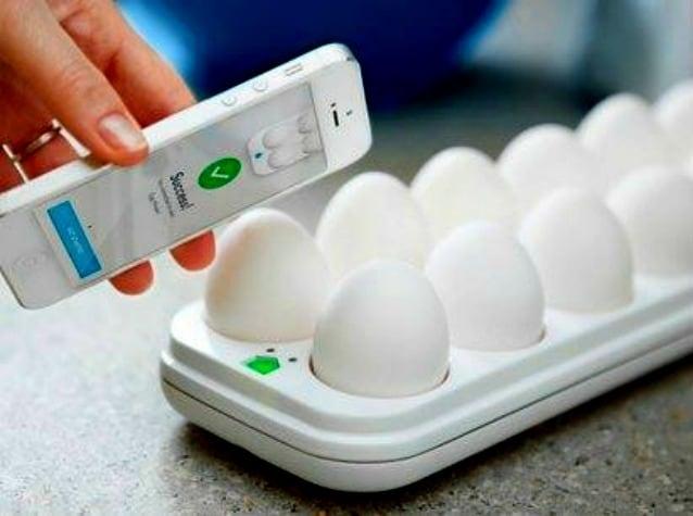 QUIRKY + è uno strumento che controlla la freschezza delle uova. È composto da un contenitore di uova da mettere in frigo e da un app per smartphone che avvicinato al contenitore dà informazioni sulla freschezza del prodotto.