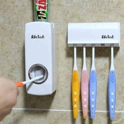 Ecco un dosatore automatico di dentifricio per evitare di consumarne troppo di volta in volta