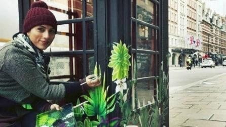 Londra: le cabine telefoniche diventano opere d'arte a cielo aperto