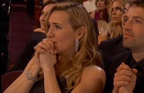 La gioia e la commozione per l'Oscar vinto dall'amico, che prima di salire sul palco le ha anche rivolto un tenero sguardo.