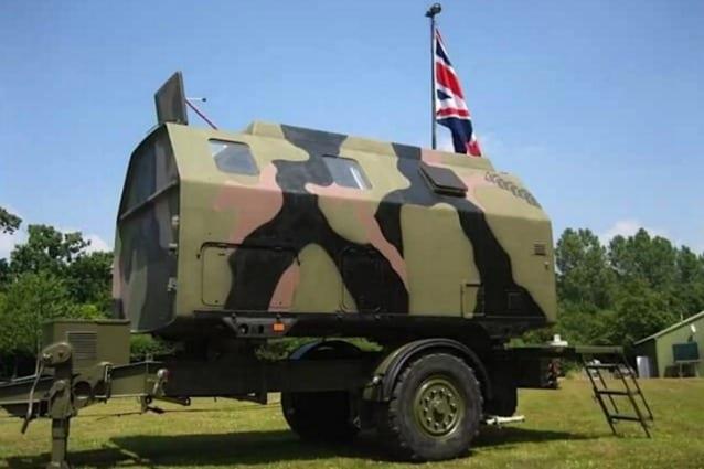 Boris è un'unità mobile per comunicazioni militari e di riparazione radio convertita in un alloggio parcheggiato in una riserva naturale disponibile per 80 euro a notte per due persone.