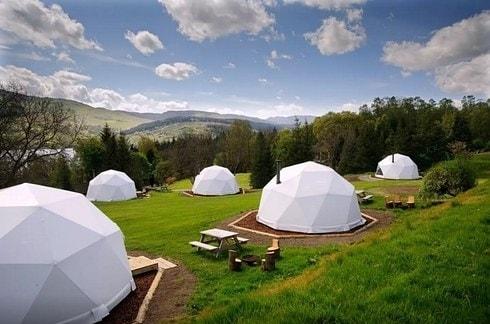Si affacciano sul Loch Tay e Ben Lawers queste cupole incredibili da cui godere di spettacolari viste comodamente sdraiati nel letto matrimoniale a 99 euro a notte