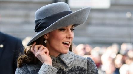 Cappello in stile inglese e look da principessa: Kate Middleton è un'icona di stile