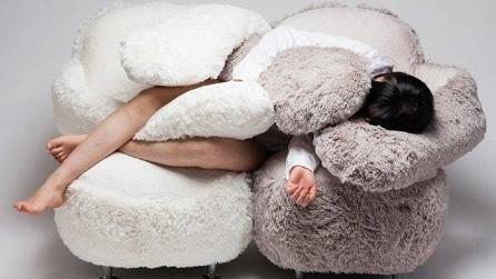Il divano che ti coccola con un abbraccio