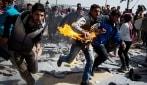 Idomeni: profughi si danno fuoco per protesta contro il piano Ue